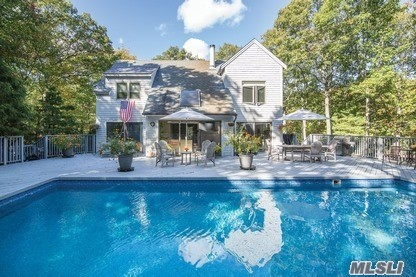 Photo of home for sale at 24 Scrimshaw, Southampton NY