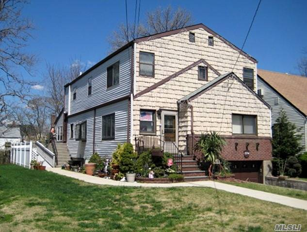 Photo of home for sale at 574 Lincoln St, Cedarhurst NY