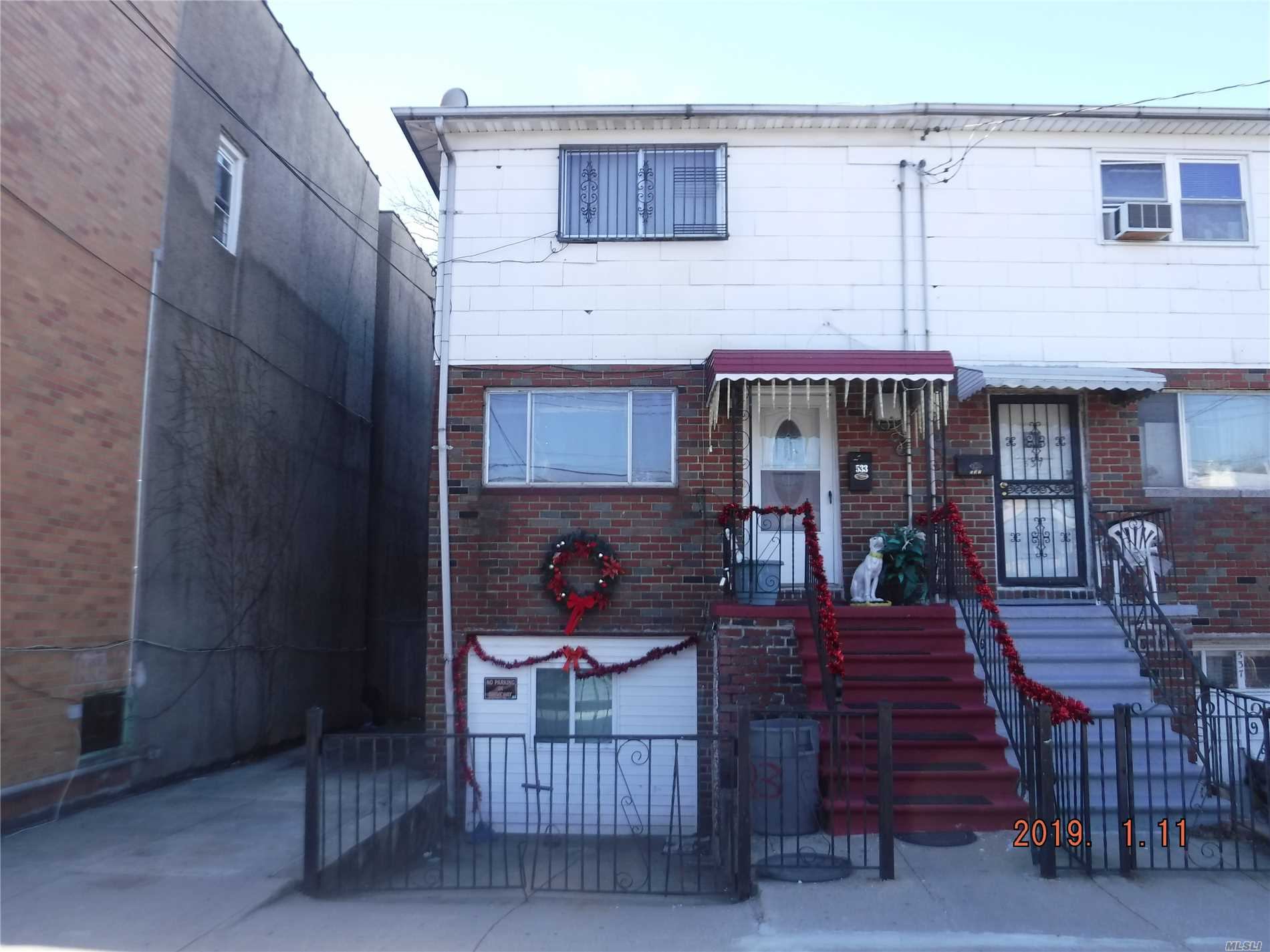 Photo of home for sale at 533 Underhill Ave, Bronx NY