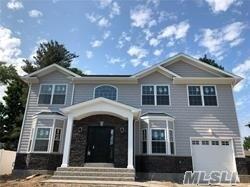 Photo of home for sale at 78 Syosset Cir, Syosset NY