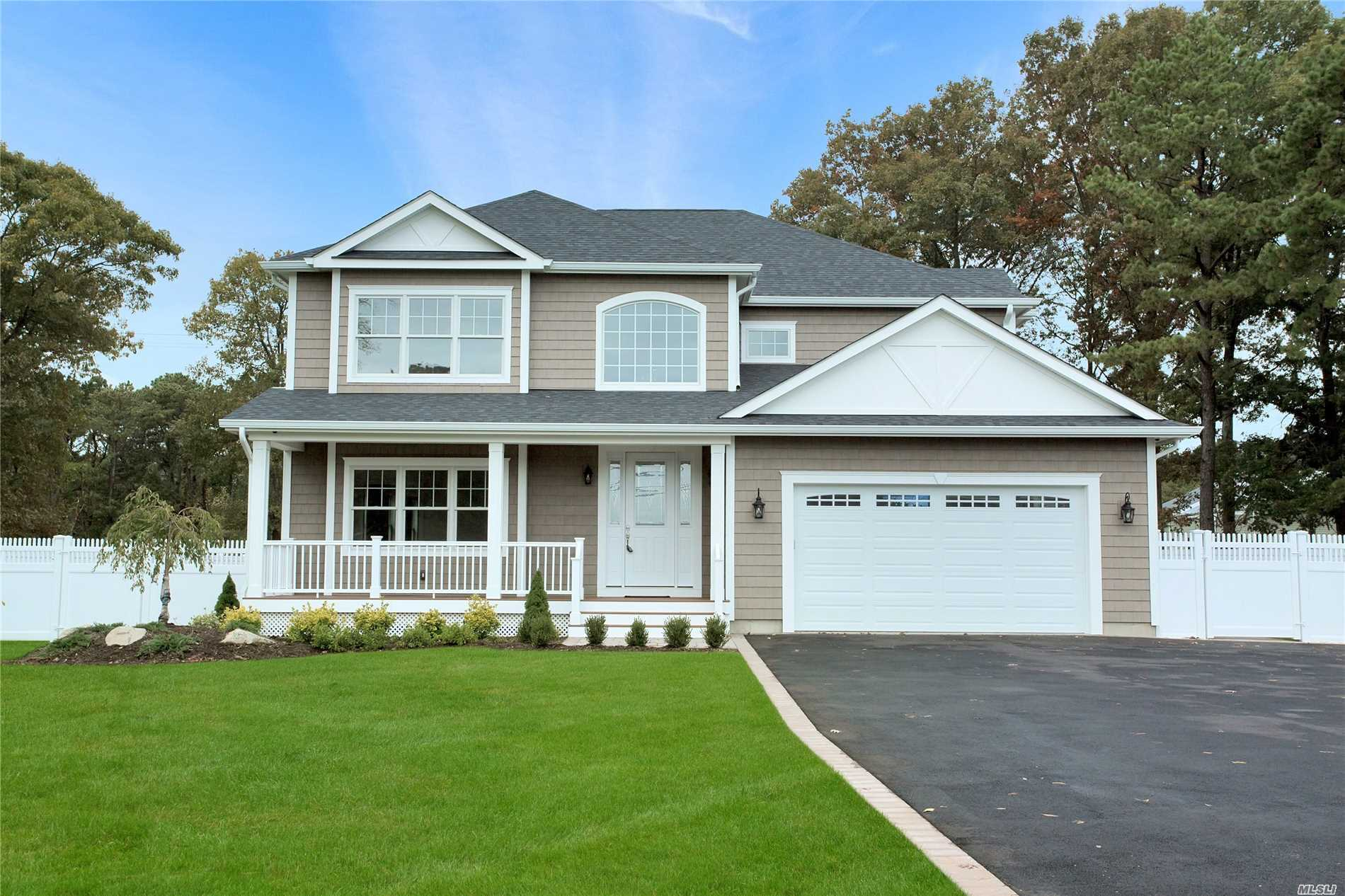 Photo of home for sale at 1183 Carlls Straight Path, Dix Hills NY