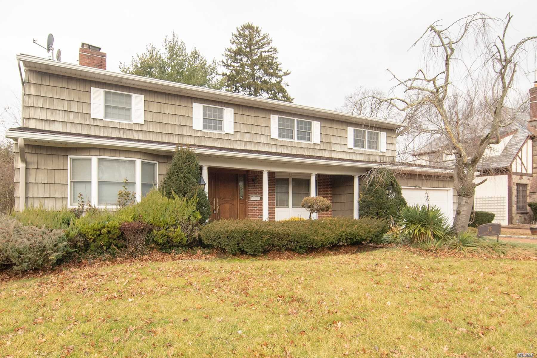 Photo of home for sale at 16 Devon Rd, Rockville Centre NY