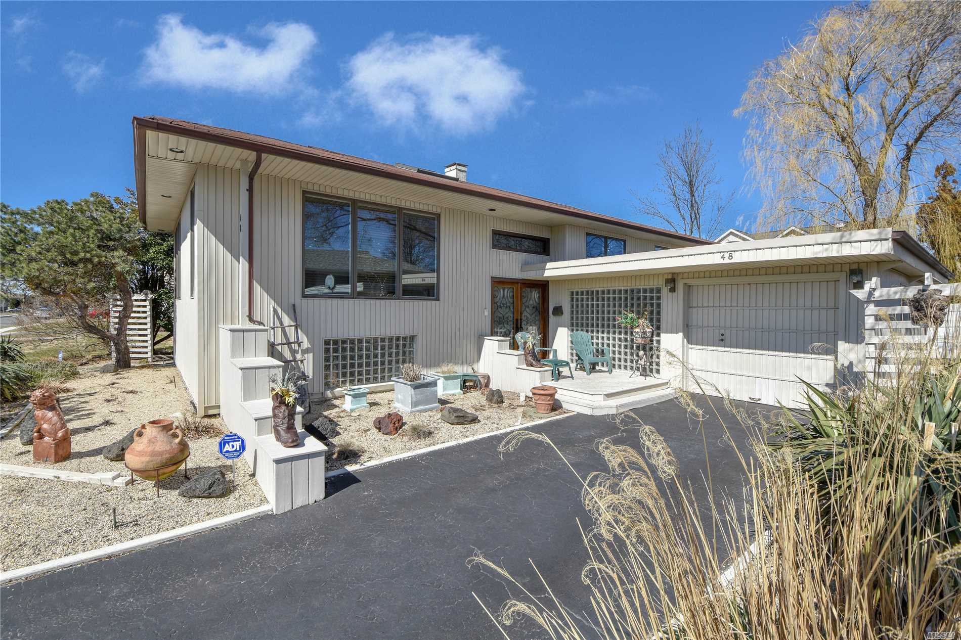 Photo of home for sale at 48 Elaine Dr, Oceanside NY