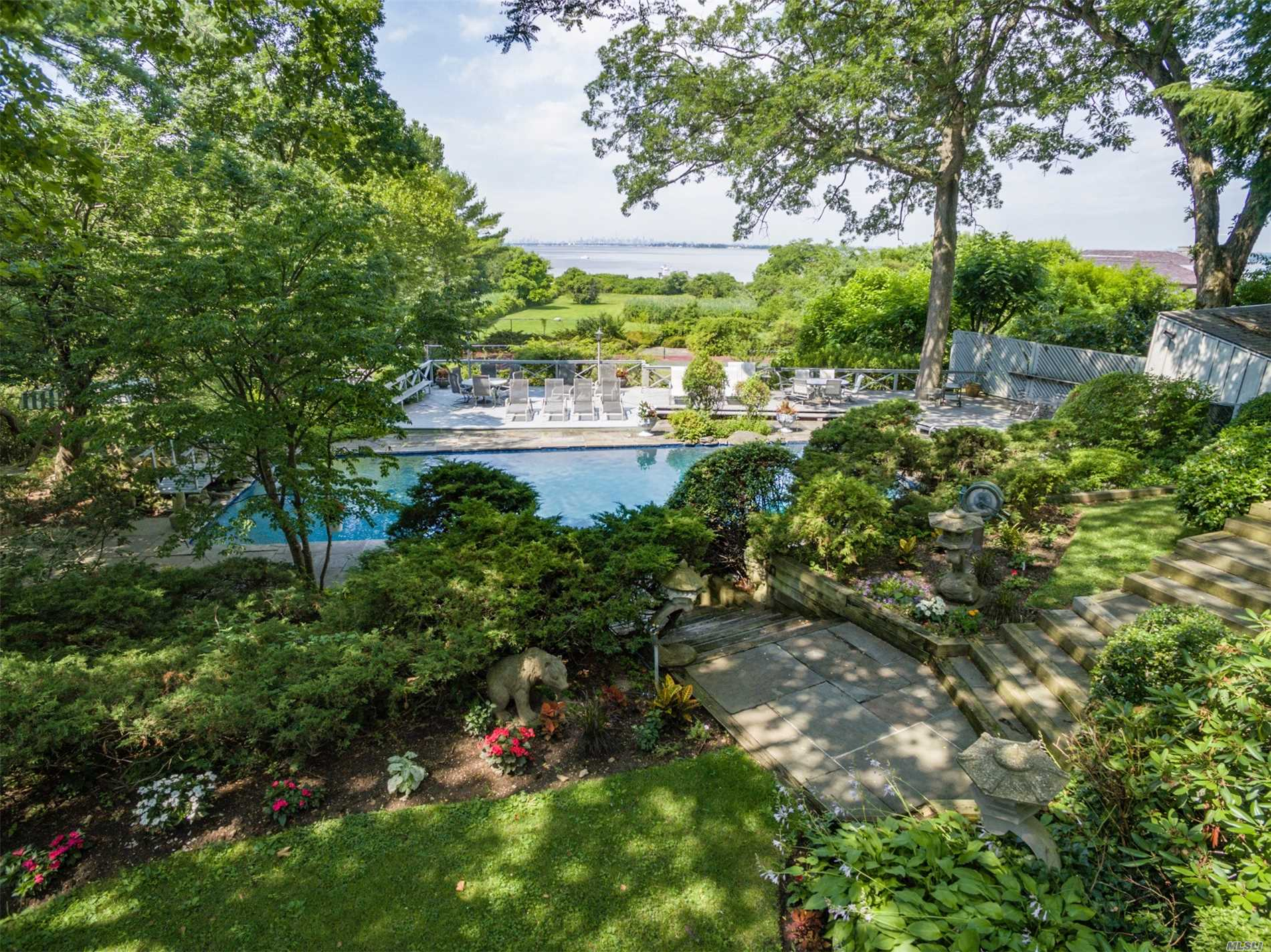Photo of home for sale at 181 Cedar Knoll Dr, Sands Point NY