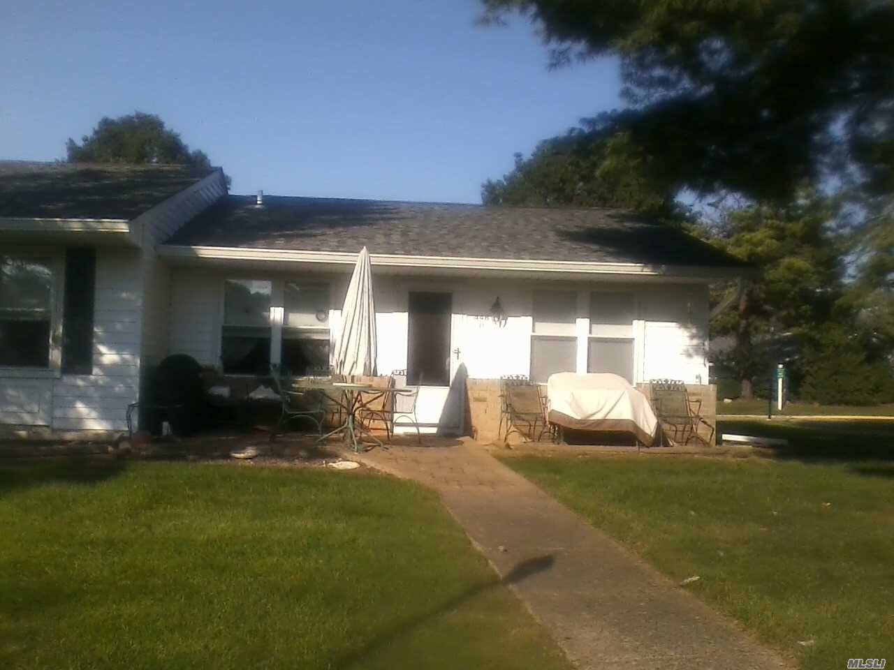 Photo of home for sale at 448 Arlington Dr, Ridge NY
