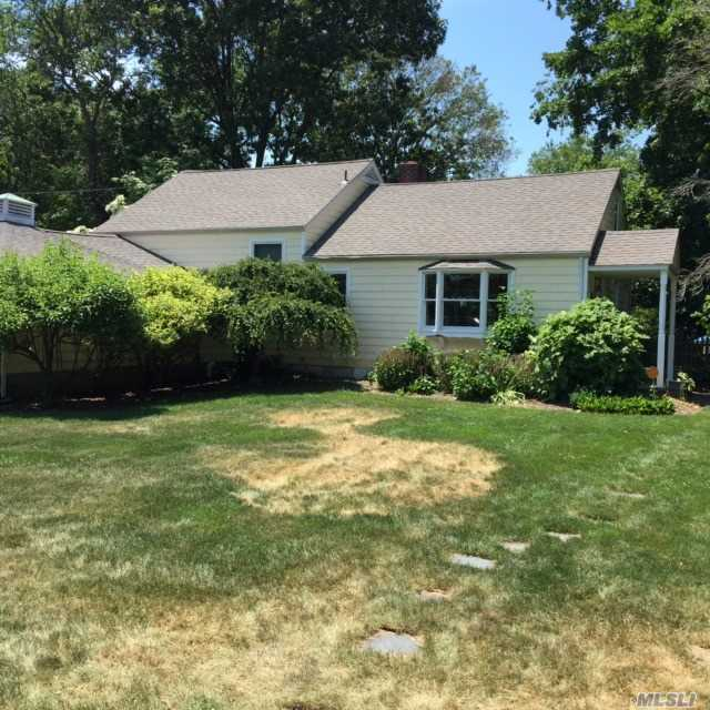 Photo of home for sale at 16 Scott Dr, Melville NY