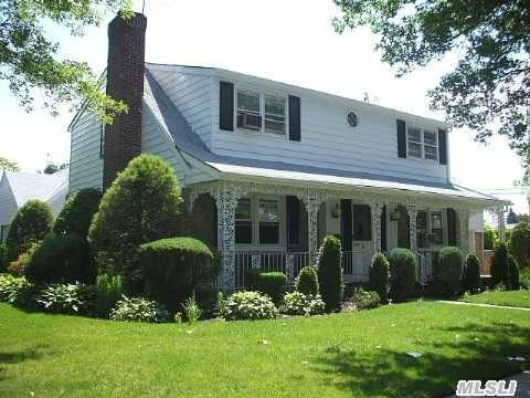 Photo of home for sale at 1 Eton Rd, New Hyde Park NY