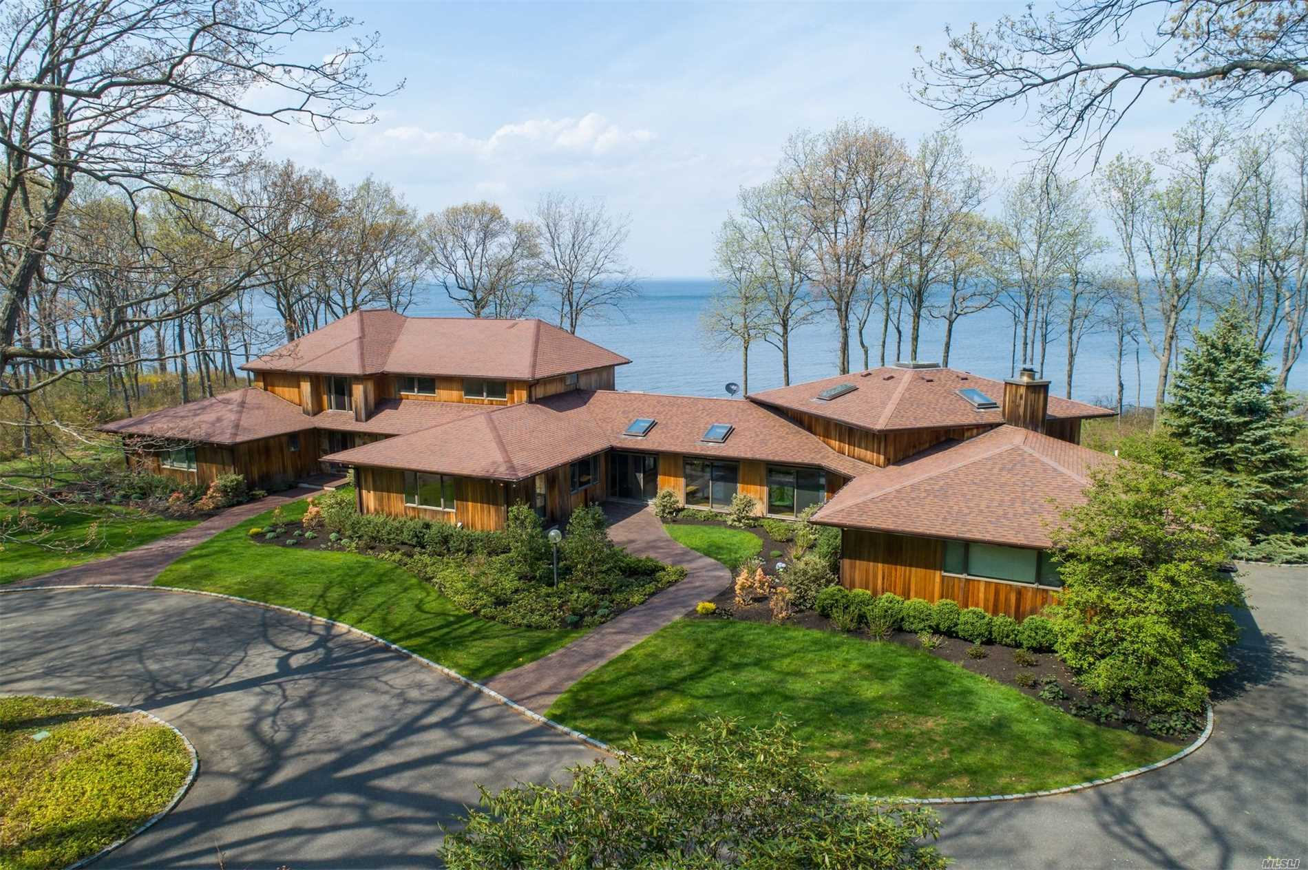 Photo of home for sale at 17 Sound Bay Dr, Lloyd Neck NY
