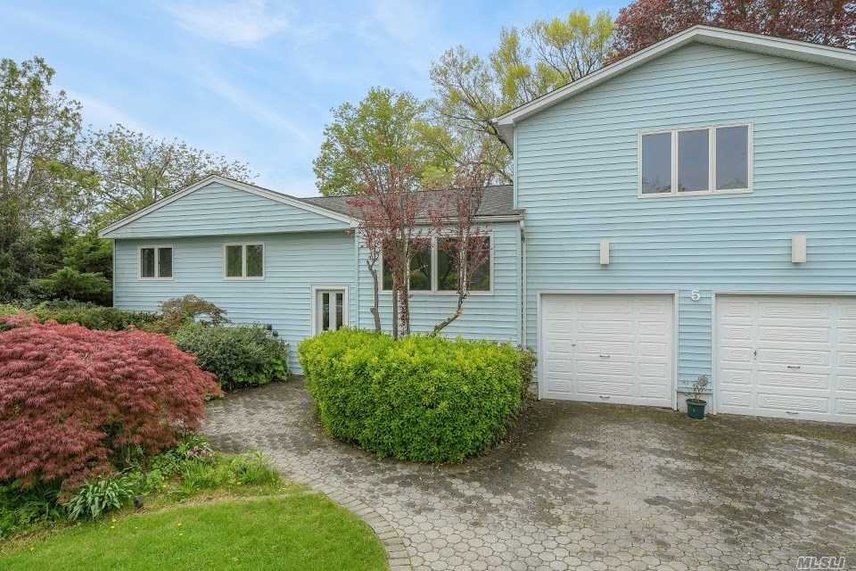 Photo of home for sale at 5 Lansing Ln, East Northport NY