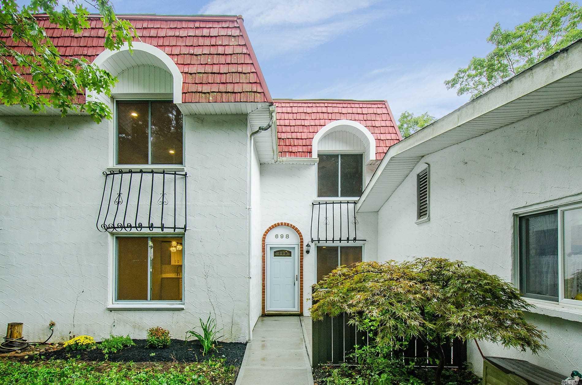 Property for sale at 698 Blue Ridge Dr, Medford,  NY 11763