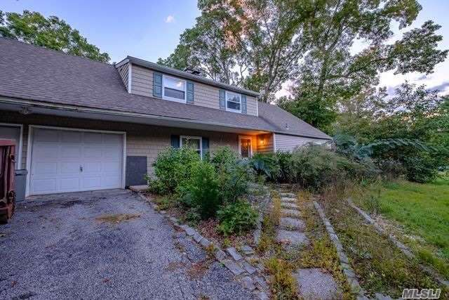 Photo of home for sale at 19 Shearwater Way, Centereach NY