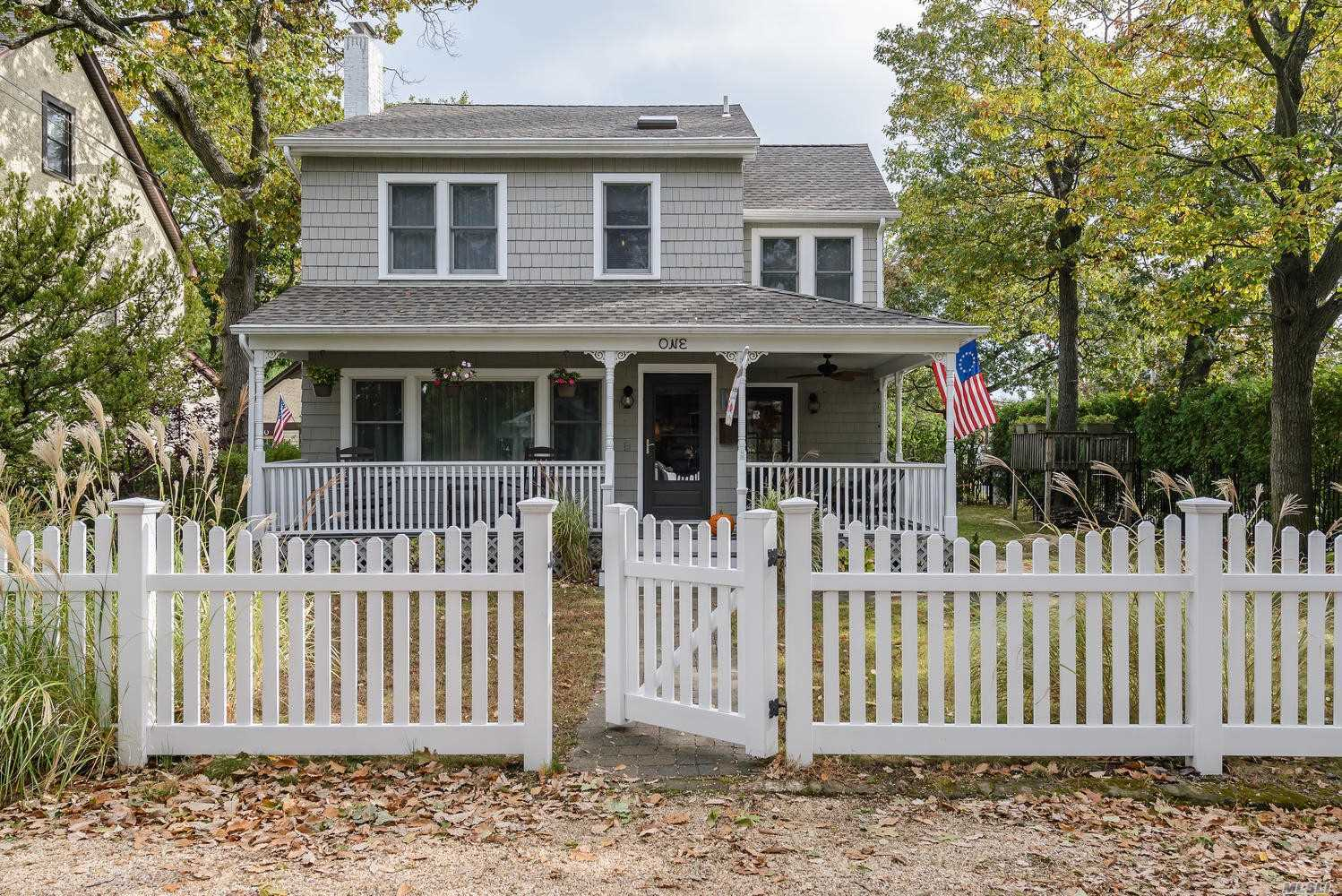 Photo of home for sale at 1 Revillo Rd, Bayville NY