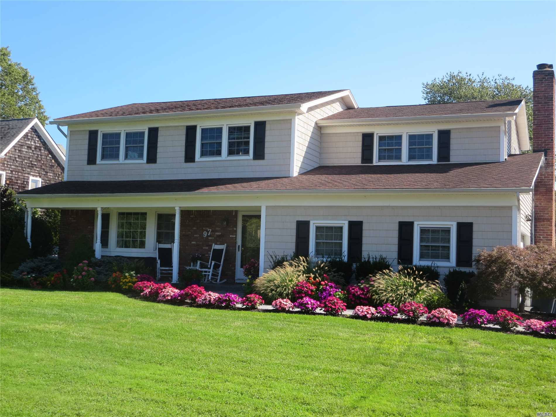 Photo of home for sale at 97 Sunset Dr, Sayville NY