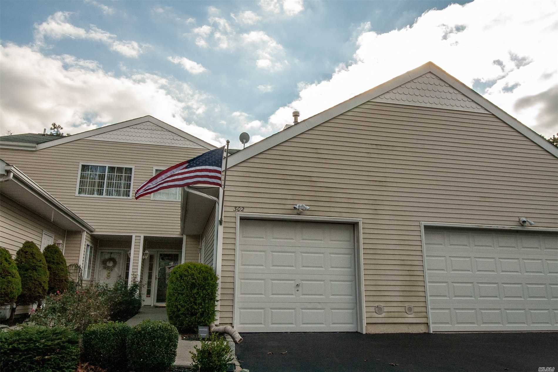 Property for sale at 302 Prairie Ct, Manorville,  NY 11949