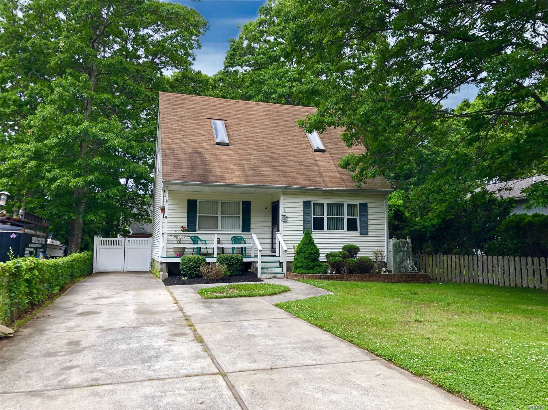 Photo of home for sale at 6A Claremont Dr, Mastic Beach NY
