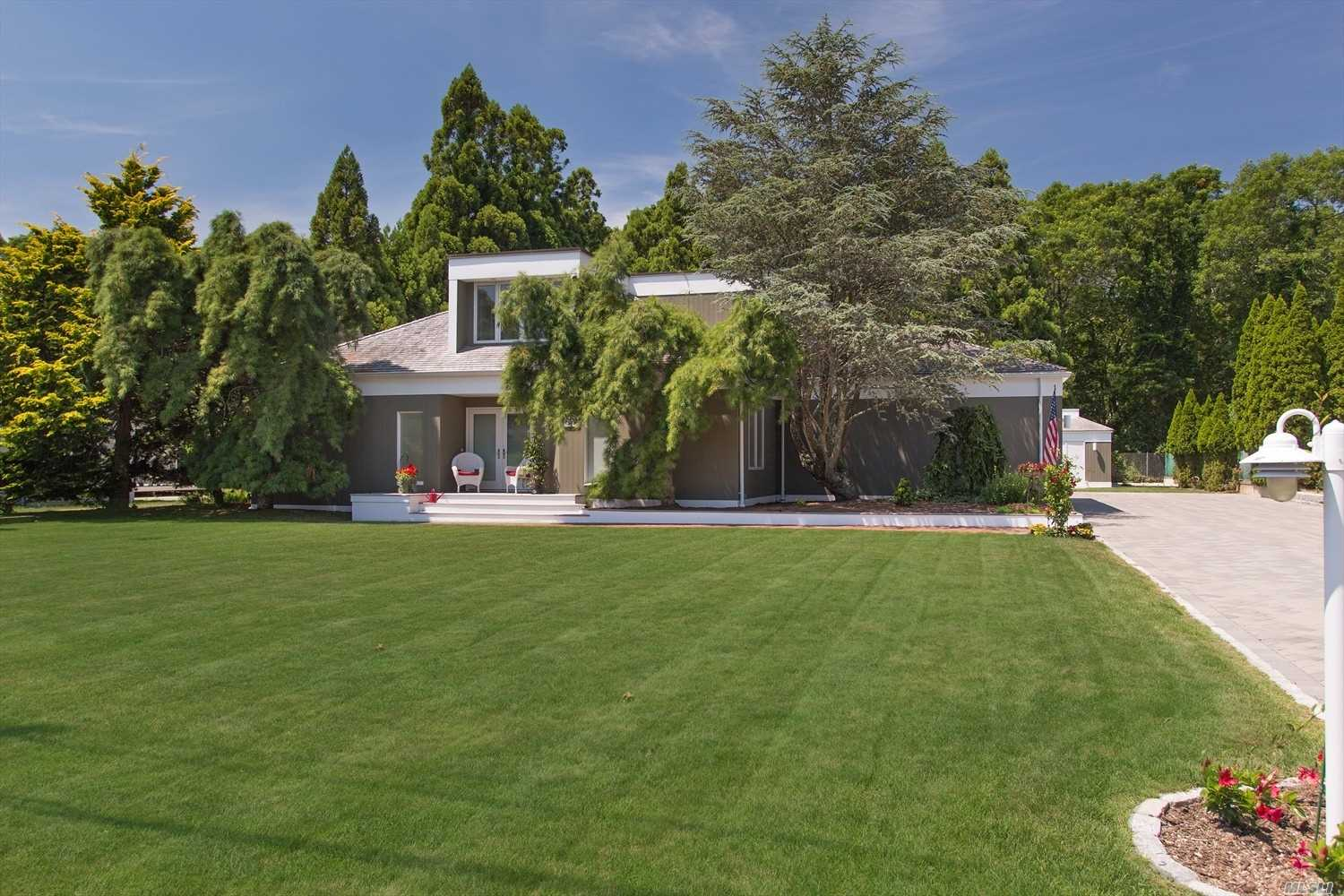 Photo of home for sale at 6 Canvasback Ln, East Quogue NY