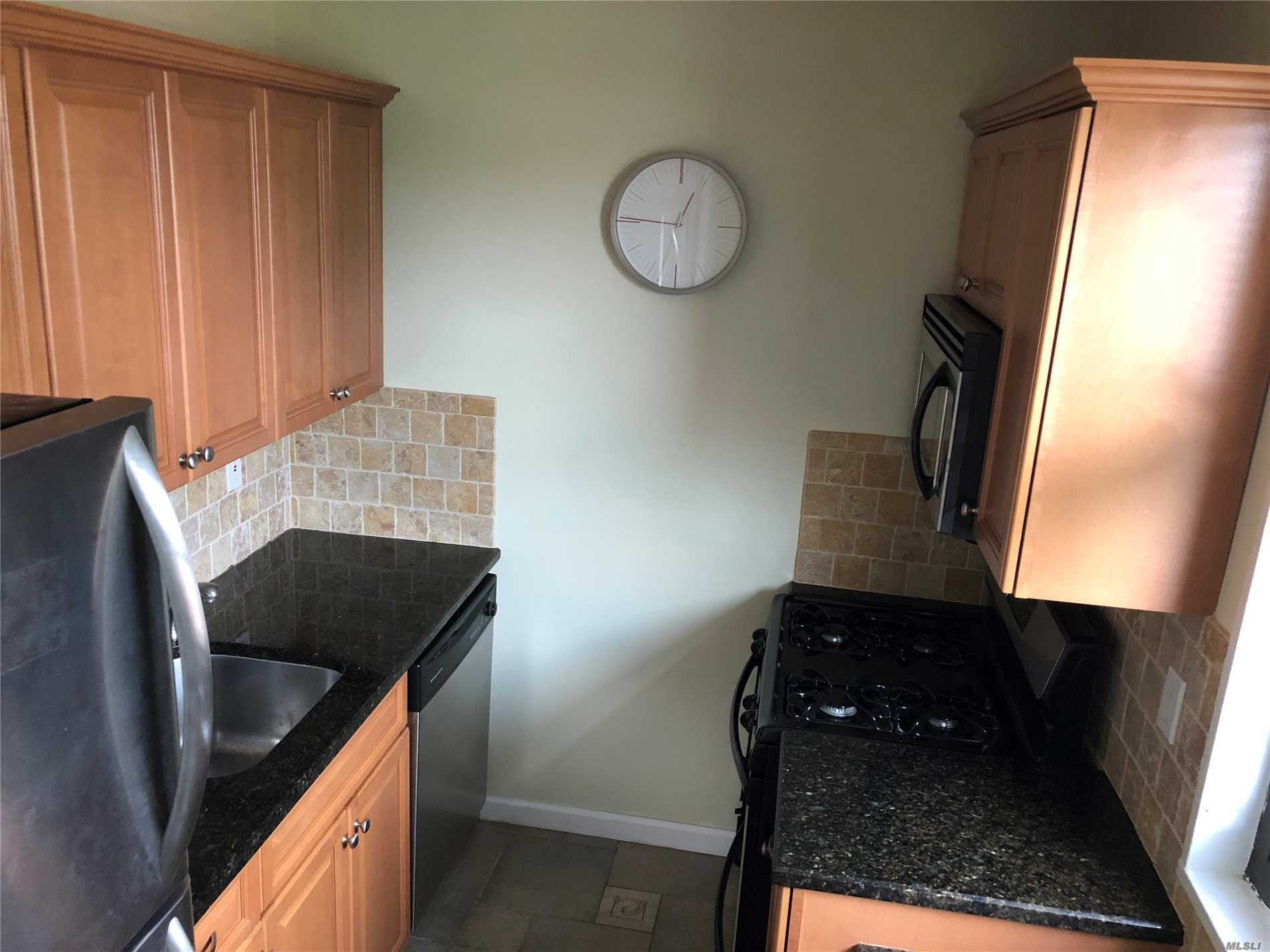 Photo of home for sale at 199-55 21 Ave, Whitestone NY
