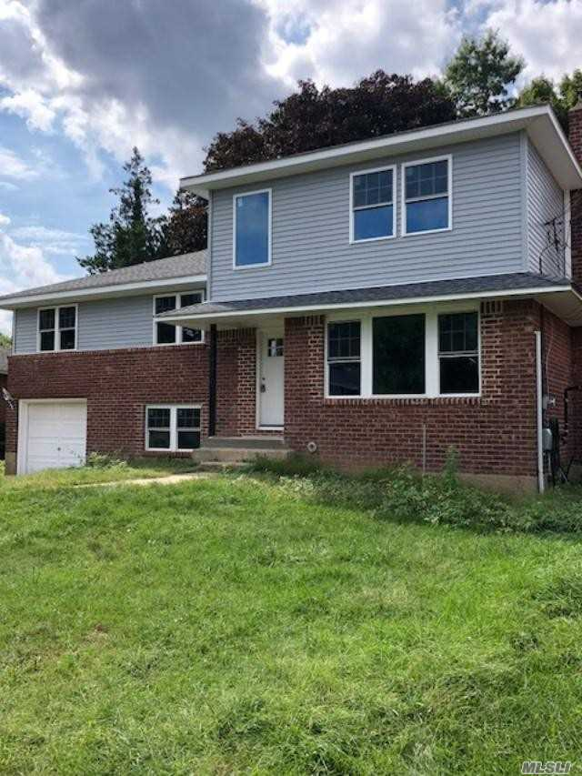 Photo of home for sale at 327 Whitehall Blvd, Garden City NY