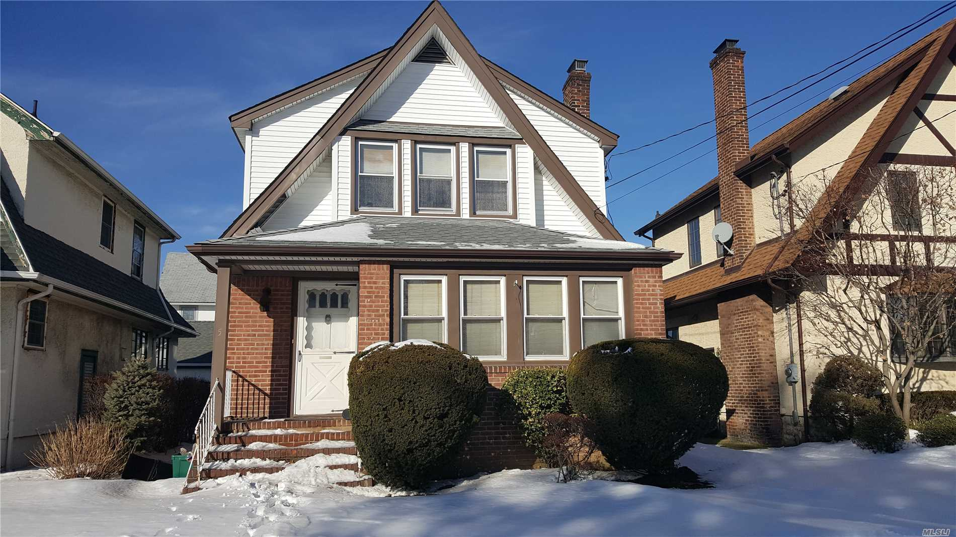 Photo of home for sale at 5 Lawrence Ave, Lynbrook NY