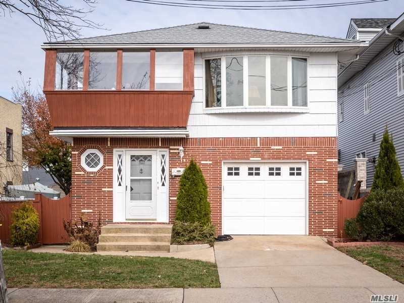 Photo of home for sale at 179 California Pl N, Island Park NY