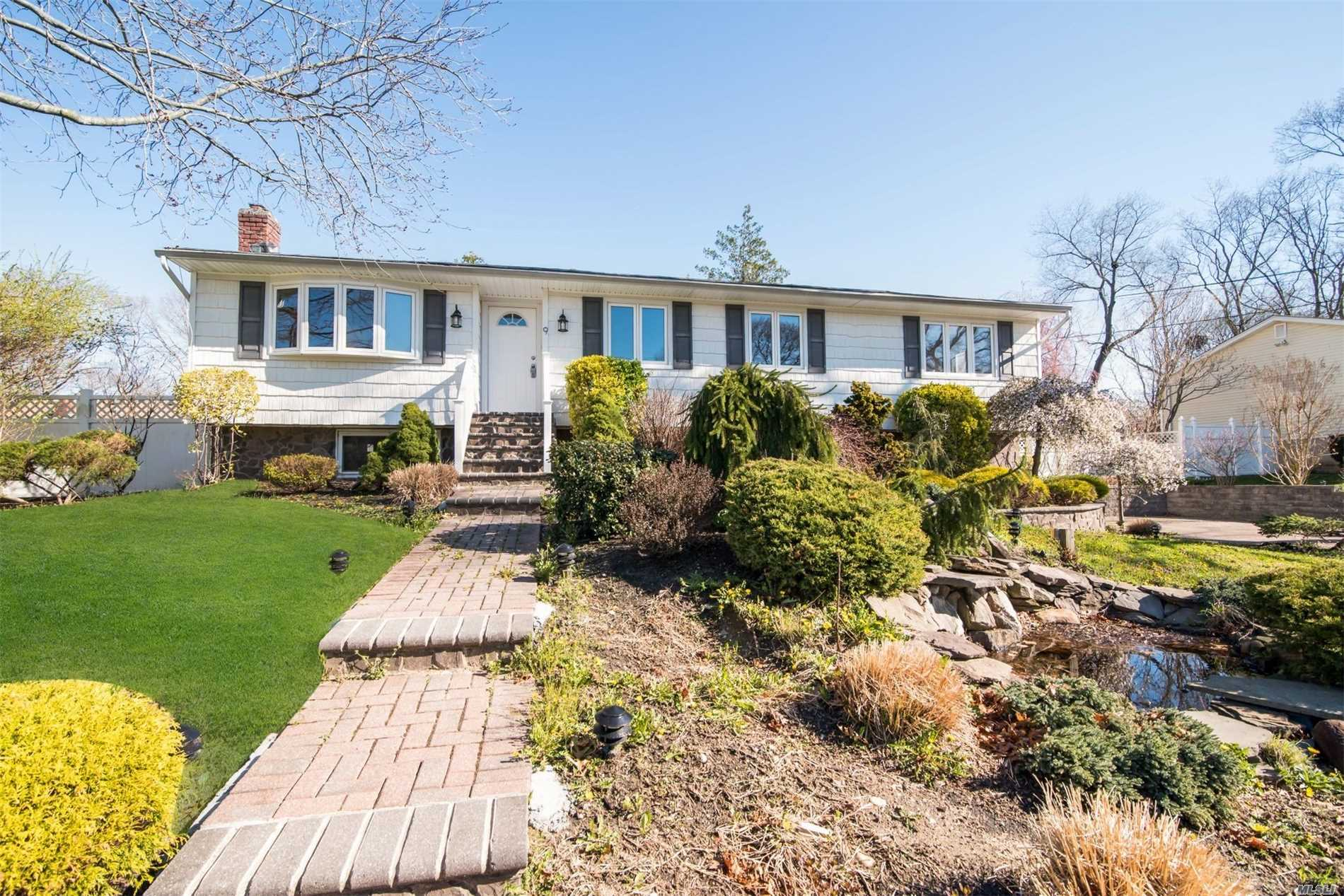 Photo of home for sale at 9 Starr St, Pt.Jefferson Sta NY