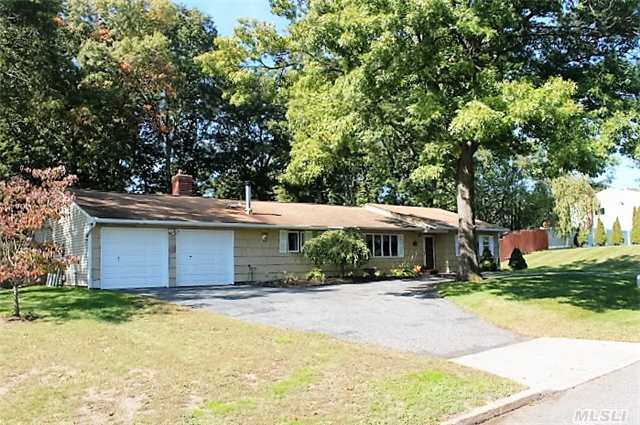 Photo of home for sale at 22 Henearly Dr, Miller Place NY