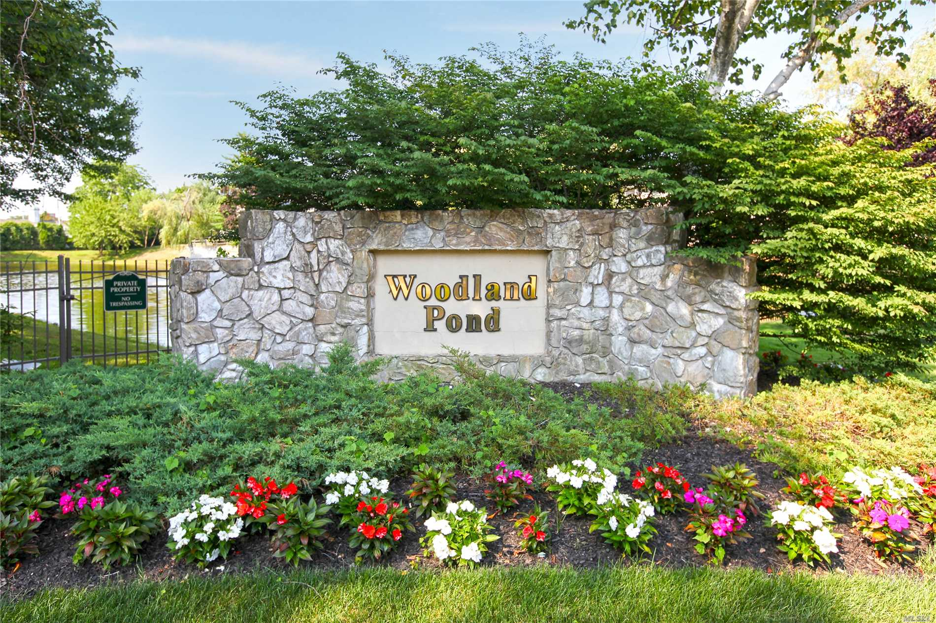 Property for sale at 17 Woodtree Dr, Woodbury,  NY 11797