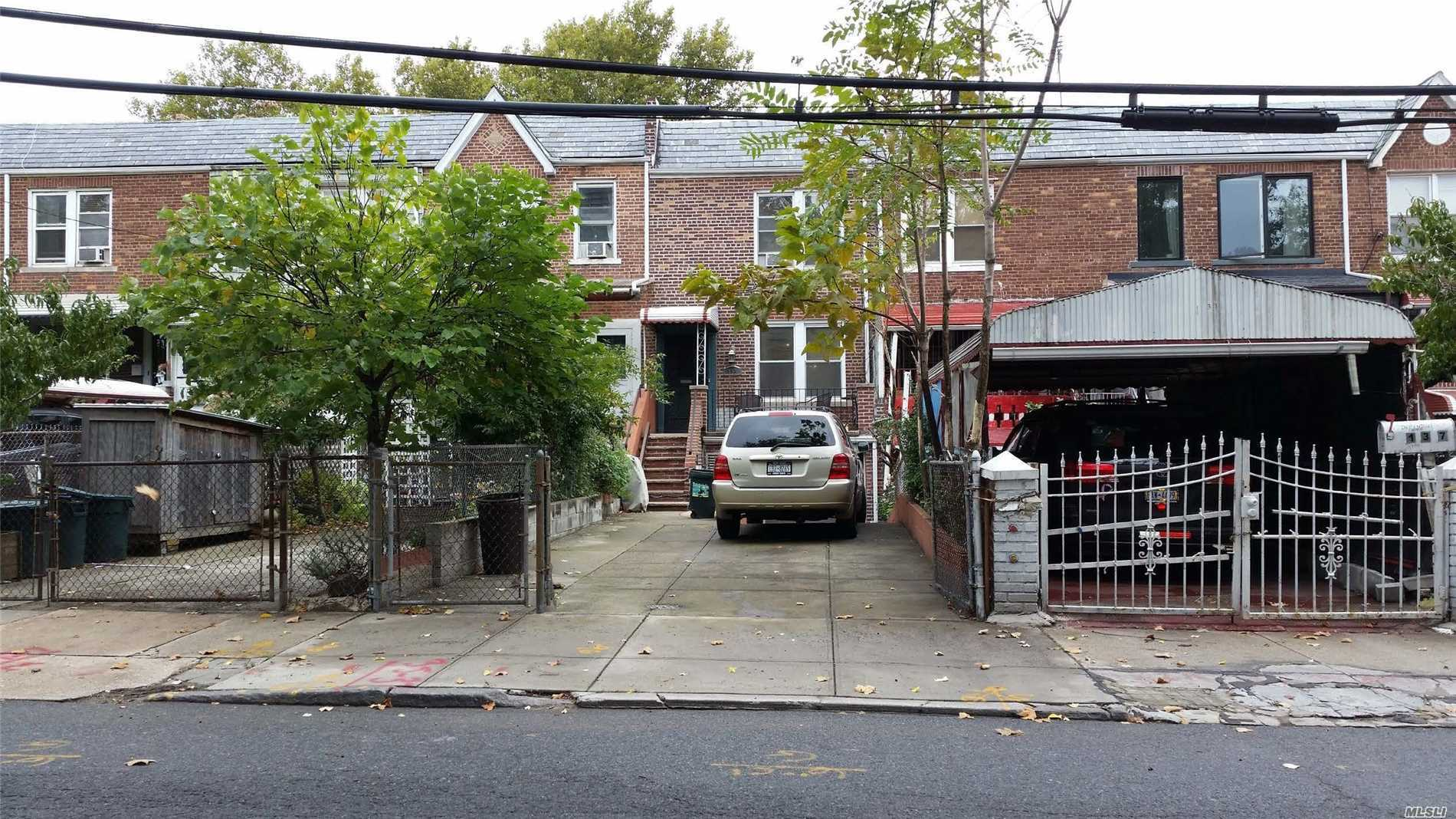 Photo of home for sale at 135 Maspeth Ave, Brooklyn NY