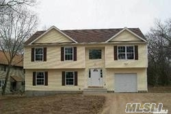 Photo of home for sale at 128 Morris Ave, Farmingville NY