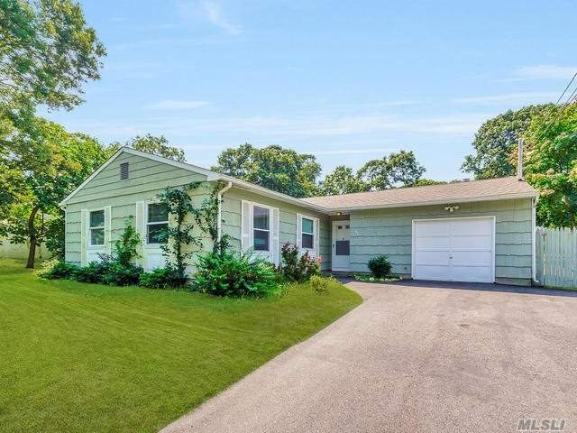Photo of home for sale at 140 Pauls Path, Coram NY