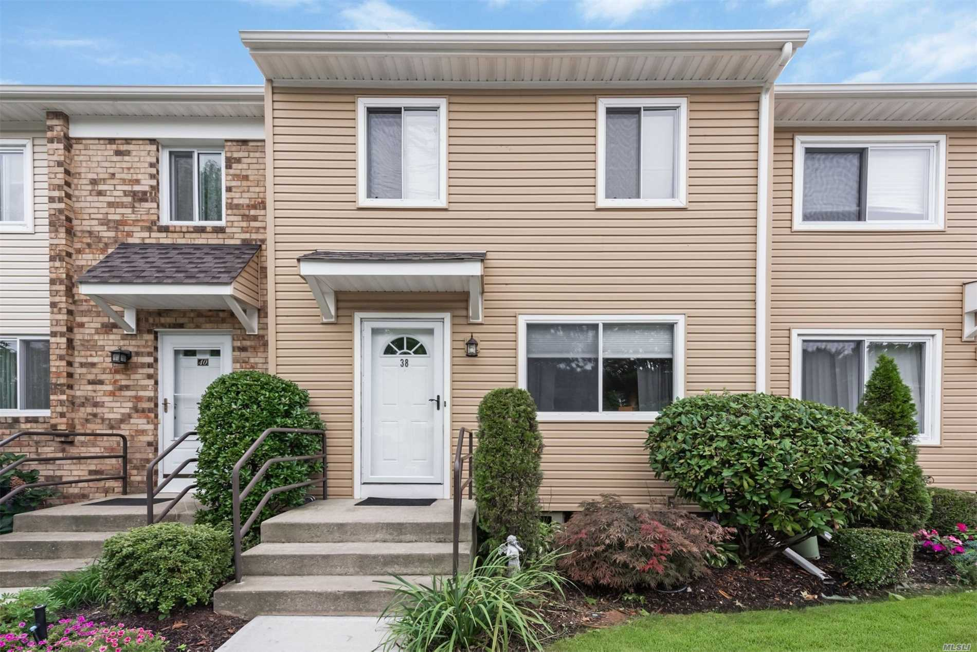 Property for sale at 38 Town House Dr, Massapequa Park,  NY 11762