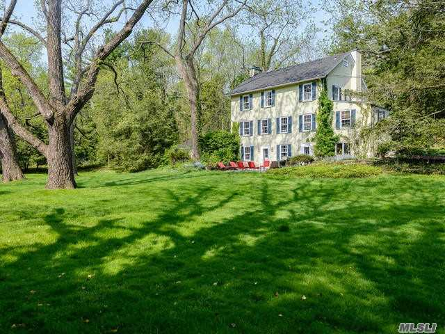 Photo of home for sale at 290 Southdown Rd, Lloyd Harbor NY