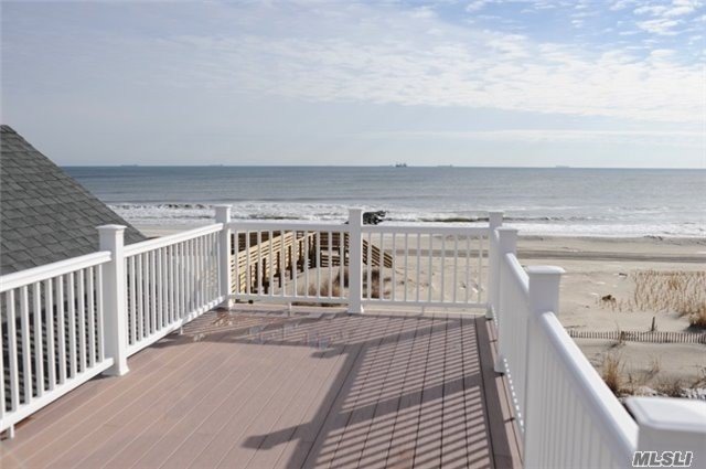 Photo of home for sale at 905 Oceanfront St, Long Beach NY