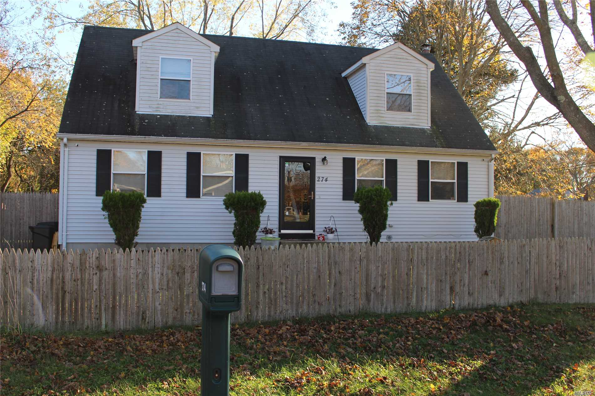 Photo of home for sale at 274 Hampton Ave, East Patchogue NY