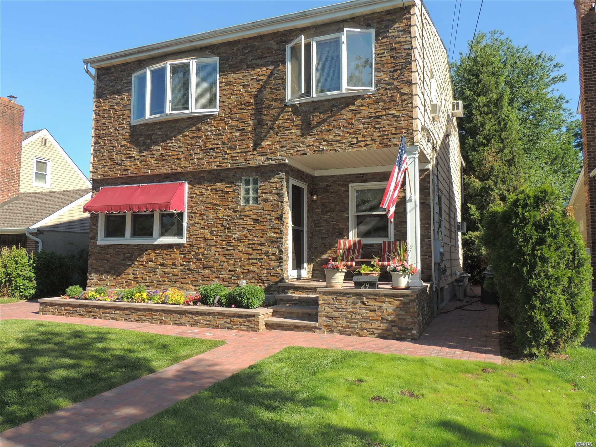 Photo of home for sale at 29 Evergreen Ave, New Hyde Park NY
