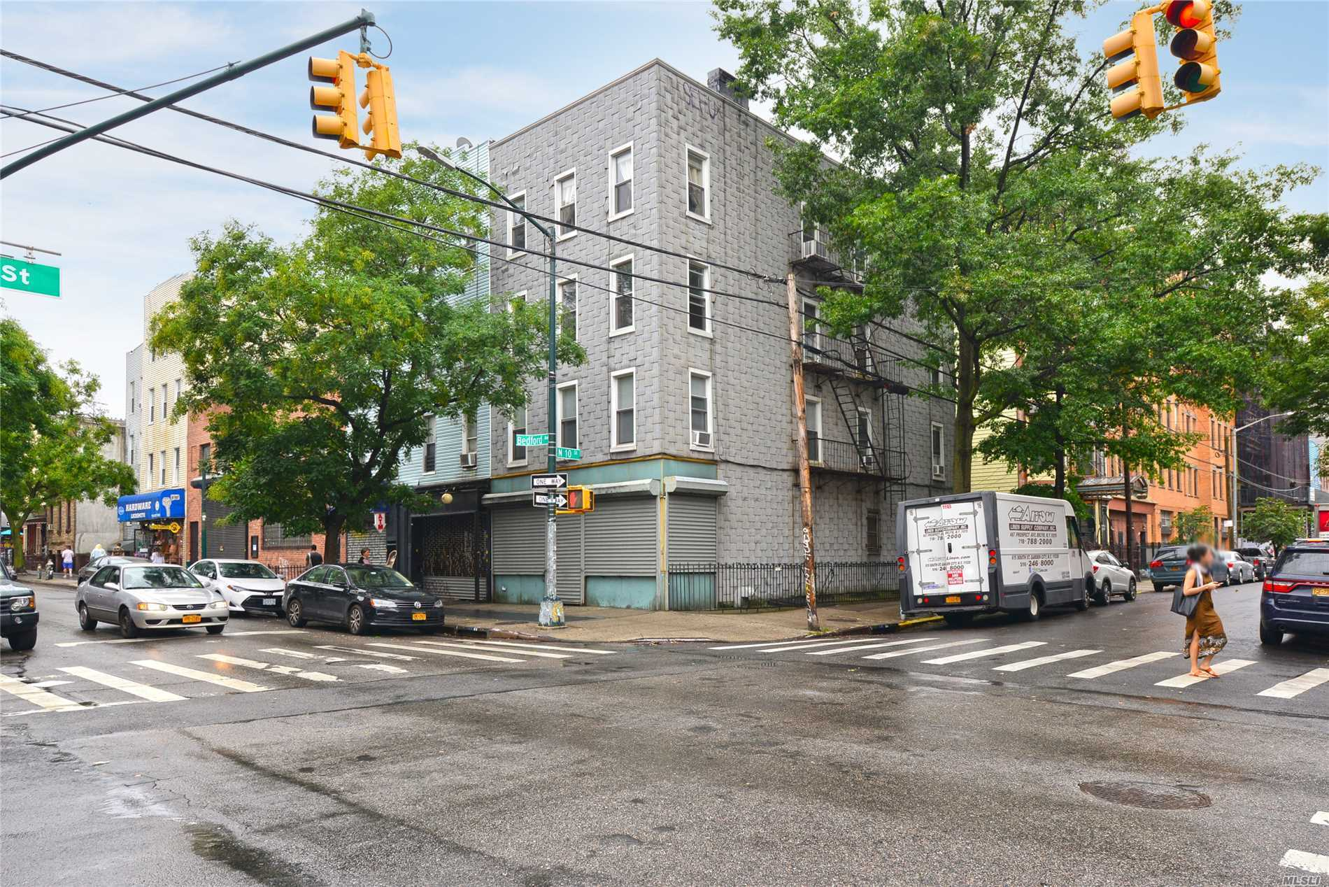 Photo of home for sale at 126 Bedford Ave, Brooklyn NY