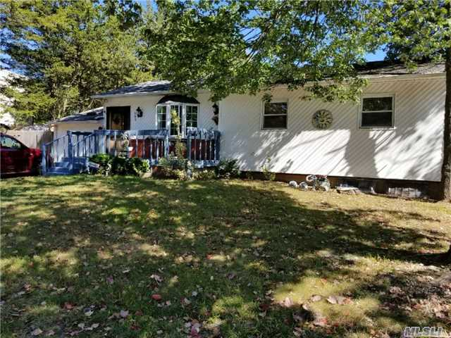 Photo of home for sale at 392 Evergreen Ave, Central Islip NY