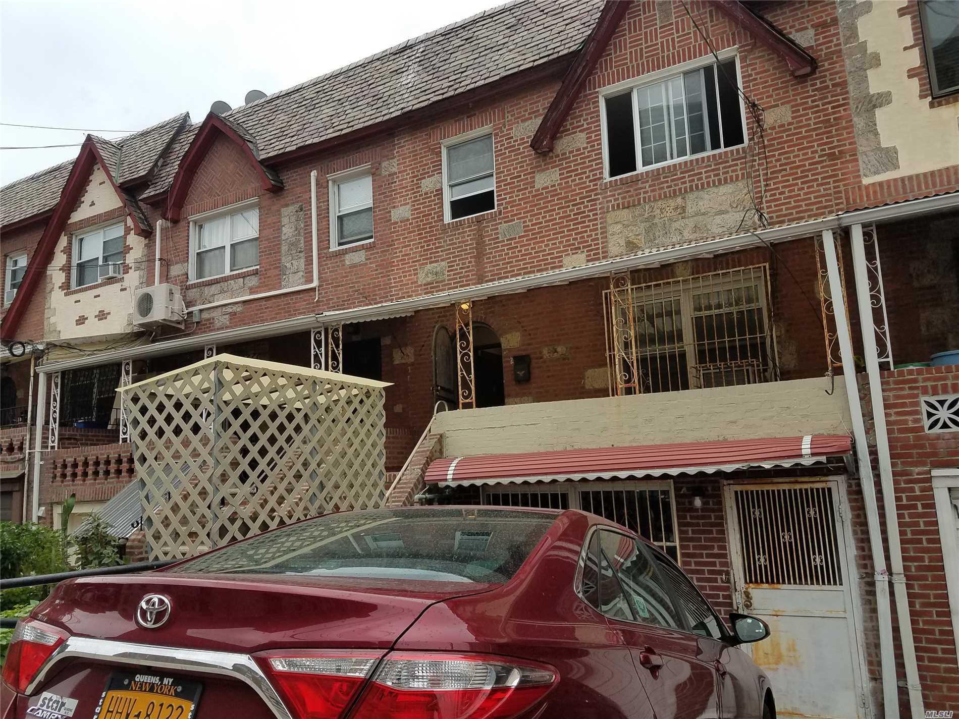 Photo of home for sale at 51-16 Simonson St, Elmhurst NY