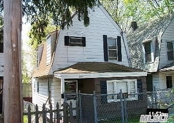 Photo of home for sale at 12 Austral Ave, Glen Cove NY
