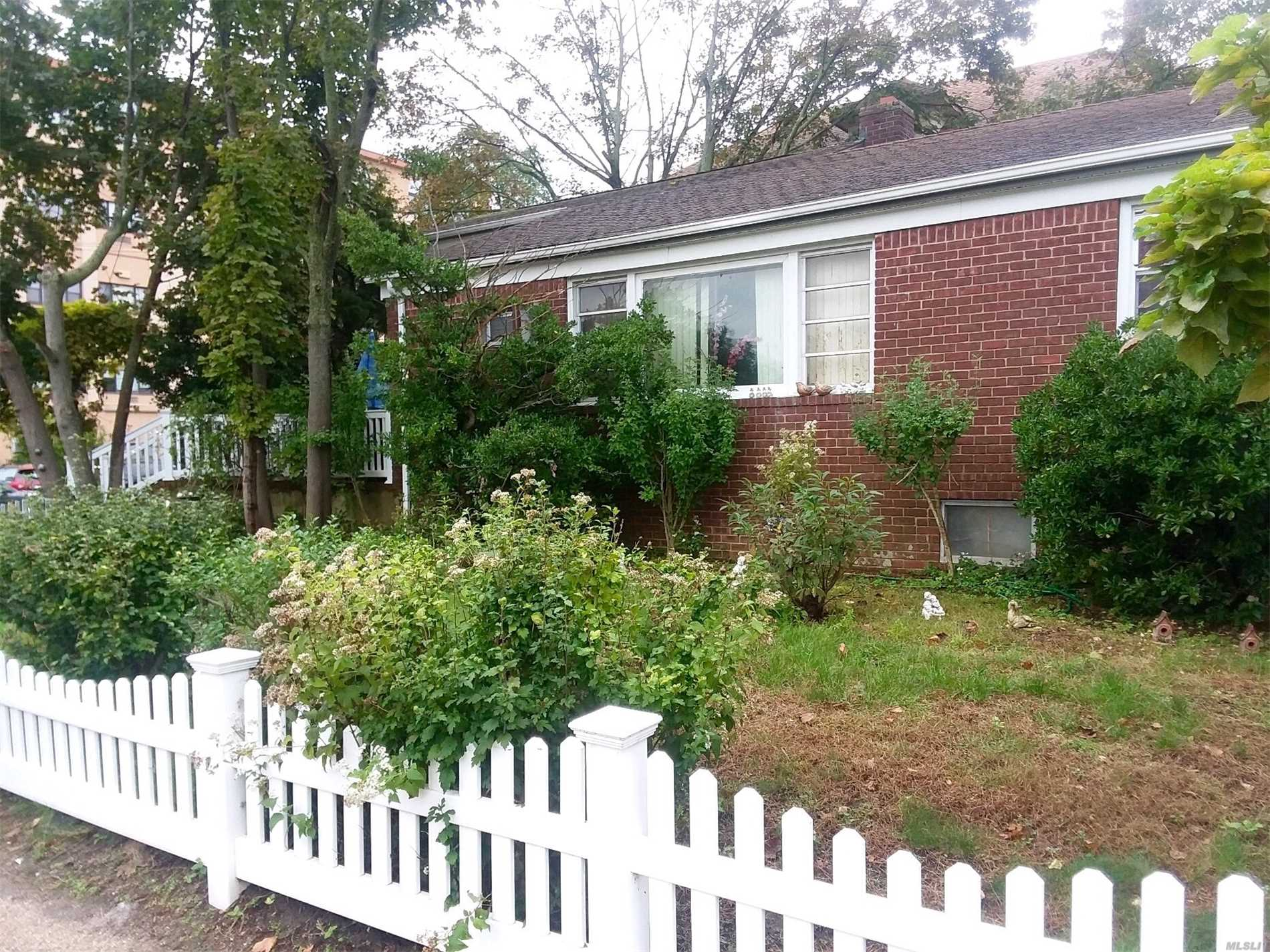 Photo of home for sale at 421 Magnolia Blvd, Long Beach NY