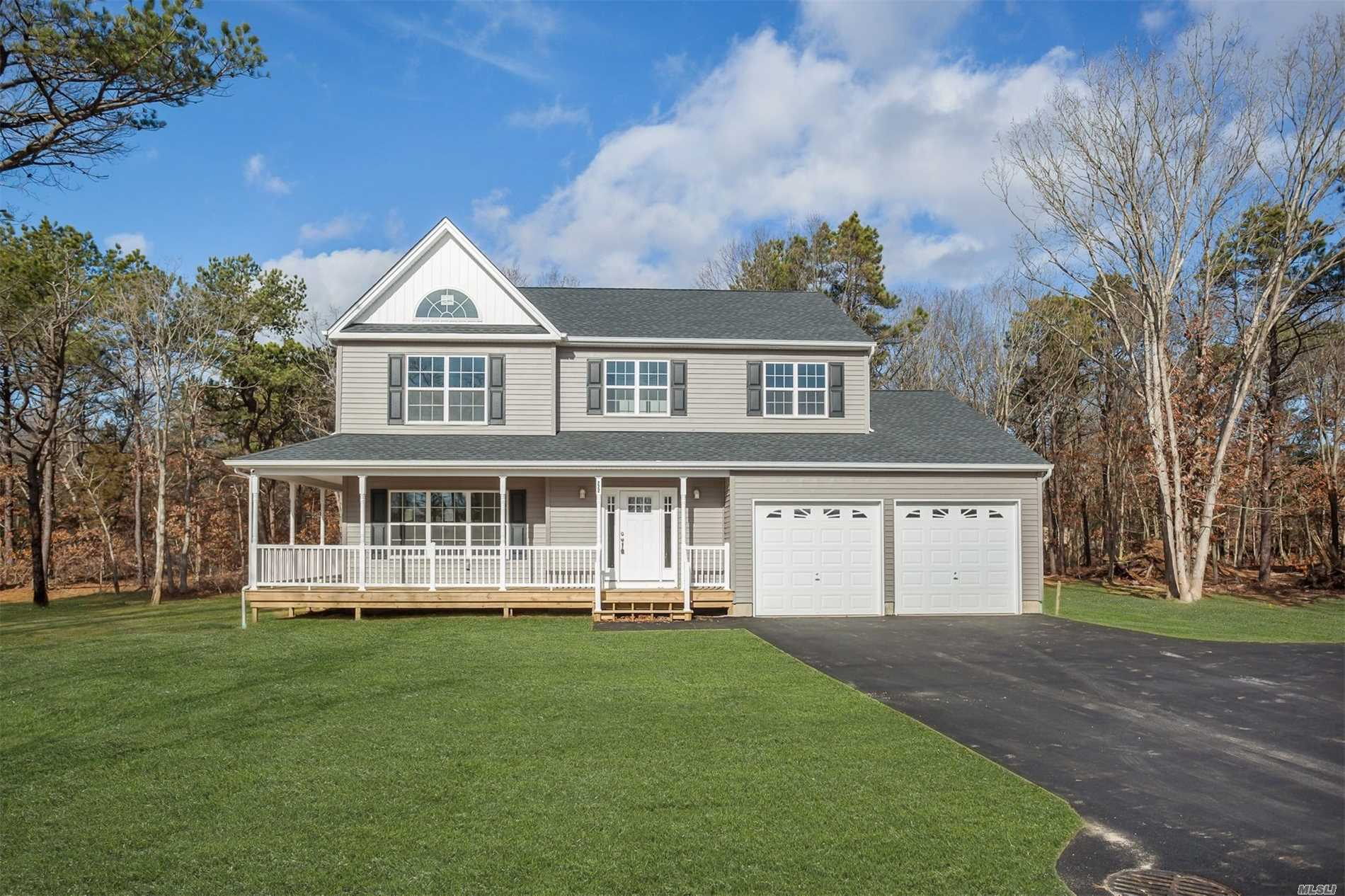 Photo of home for sale at 15 Deer Meadow Run N, Brookhaven NY