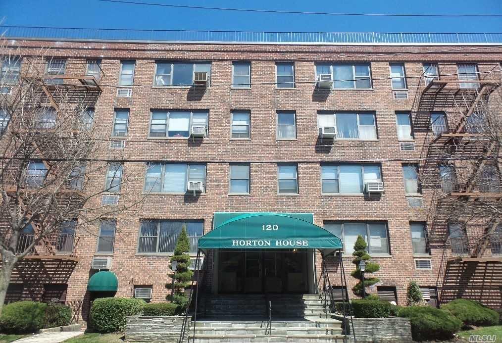 Property for sale at 120 Horton Hwy, Mineola,  NY 11501