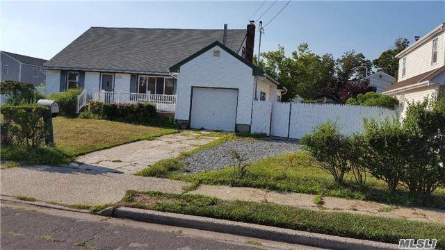 Photo of home for sale at 72 Neptune Ave E, Lindenhurst NY