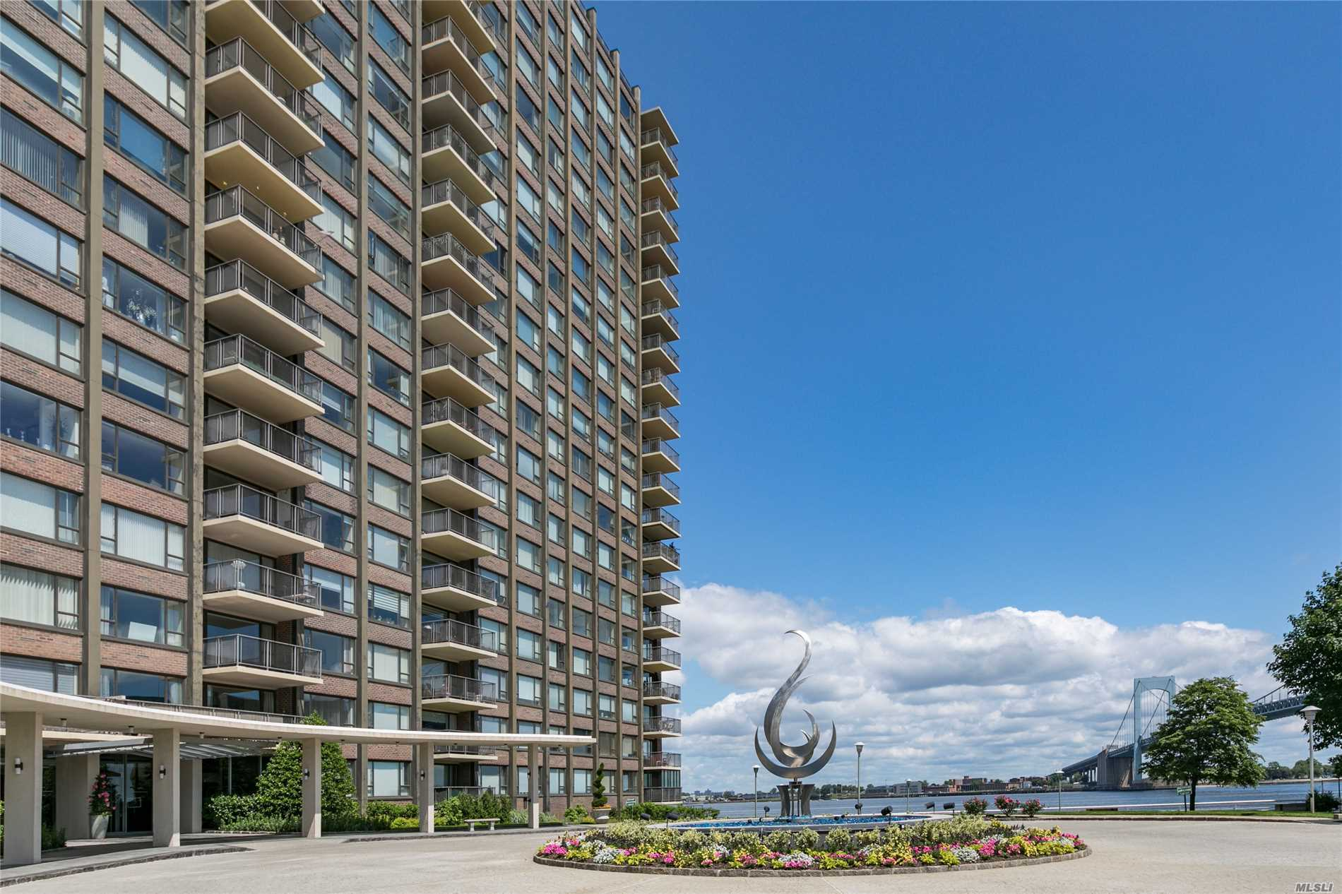 Photo of home for sale at 166-25 Powels Cove Blvd, Beechhurst NY
