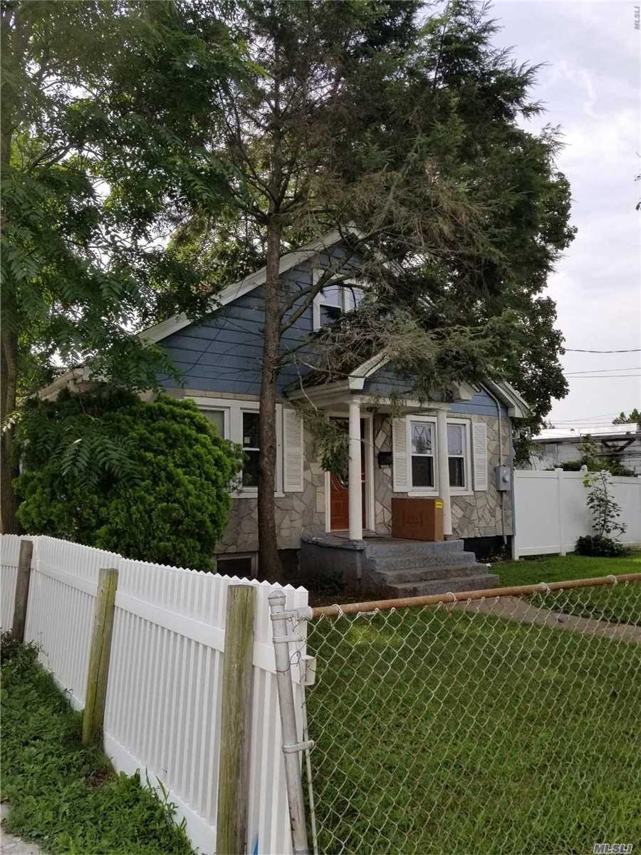 Photo of home for sale at 18 Robinwood Ave, Hempstead NY