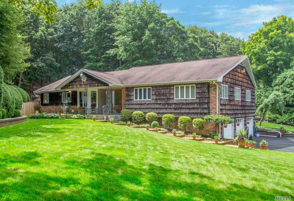 Photo of home for sale at 10 Indian Well Ct, Huntington NY