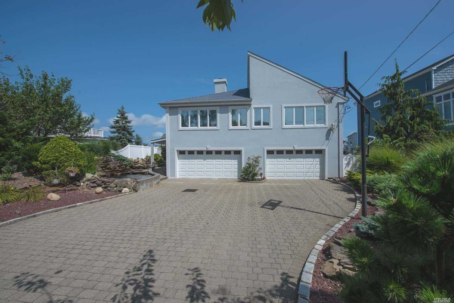 Photo of home for sale at 72 Highwater Ave, Massapequa NY
