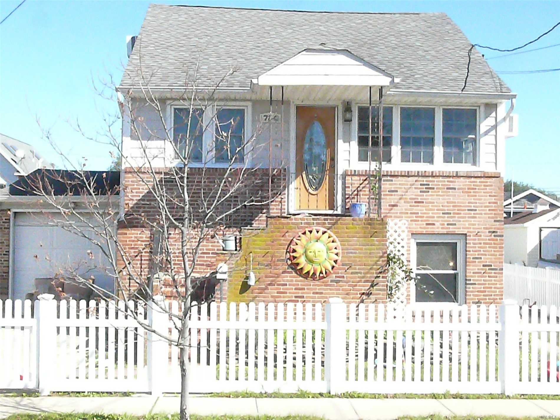 Photo of home for sale at 734 8th St S, Lindenhurst NY