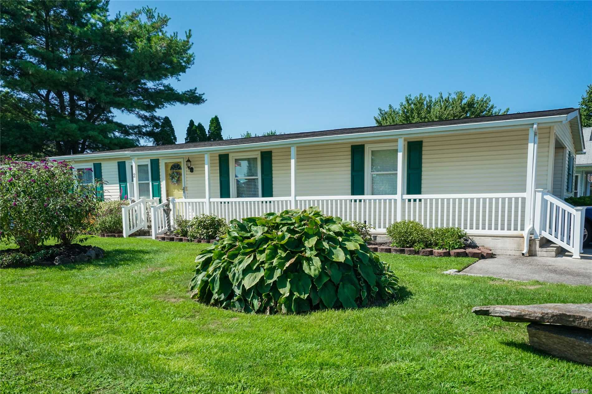 Property for sale at 2 Dogwood Ln, Manorville,  NY 11949