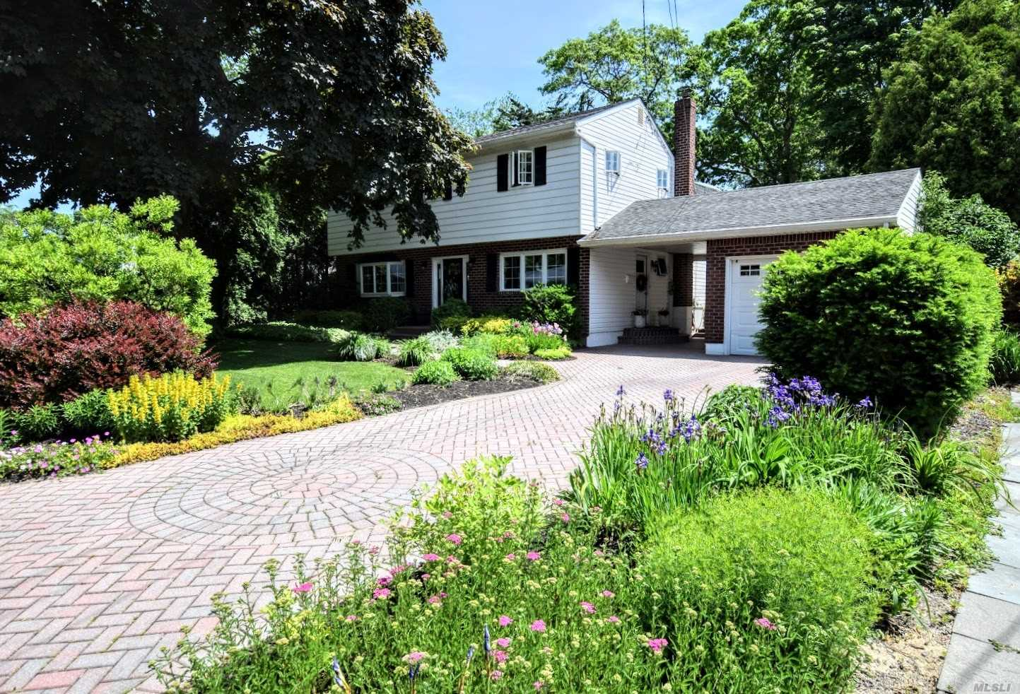 Photo of home for sale at 27 Bieselin Rd, Bellport Village NY